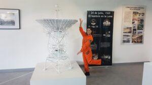 Astronauta_LiLi_en_el_Museo_Lunar_antena_Fresnedillas_de_la_oliva